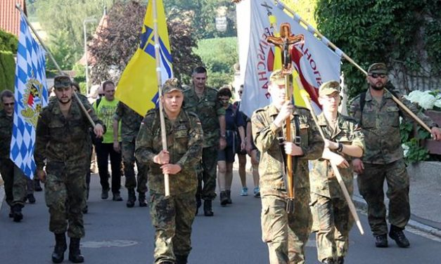 28. Soldatenfußwallfahrt auf den Maria-Hilf-Berg