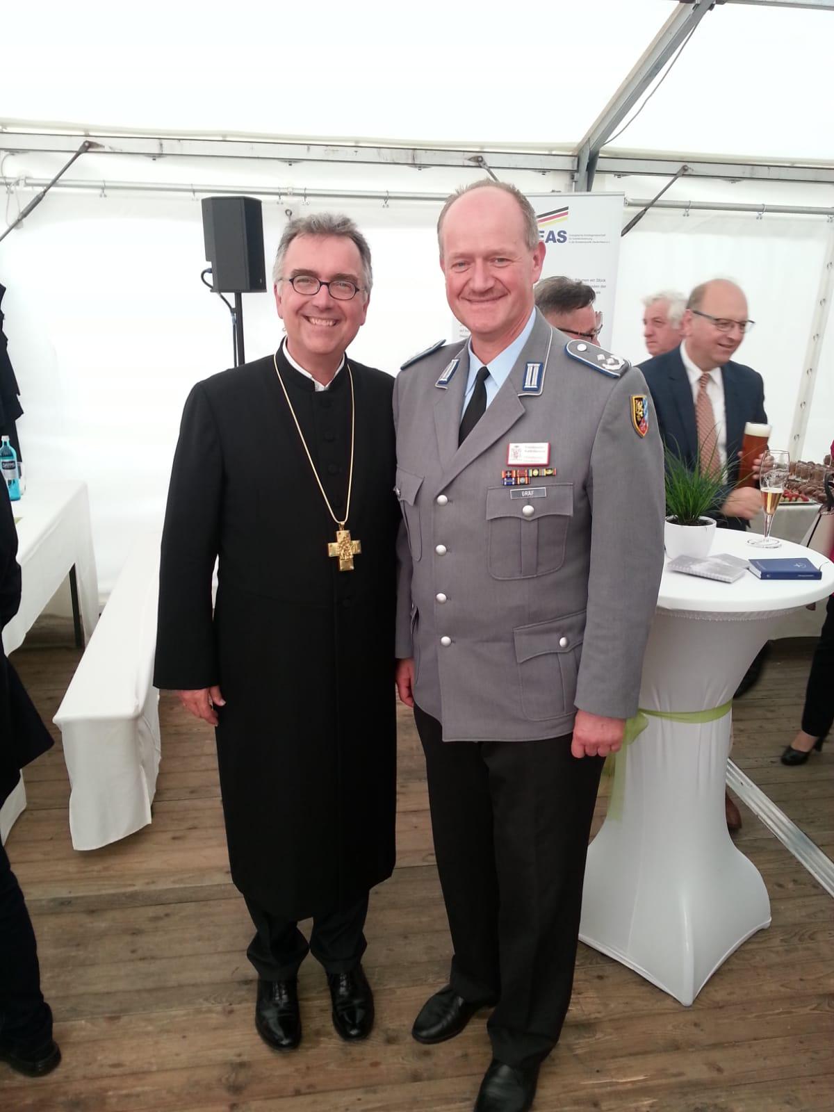 Oberstleutnant Gereon Gräf mit dem evangelischen Militärbischof für die deutsche Bundeswehr Herrn Dr. Rink. (Foto: Gereon Gräf)