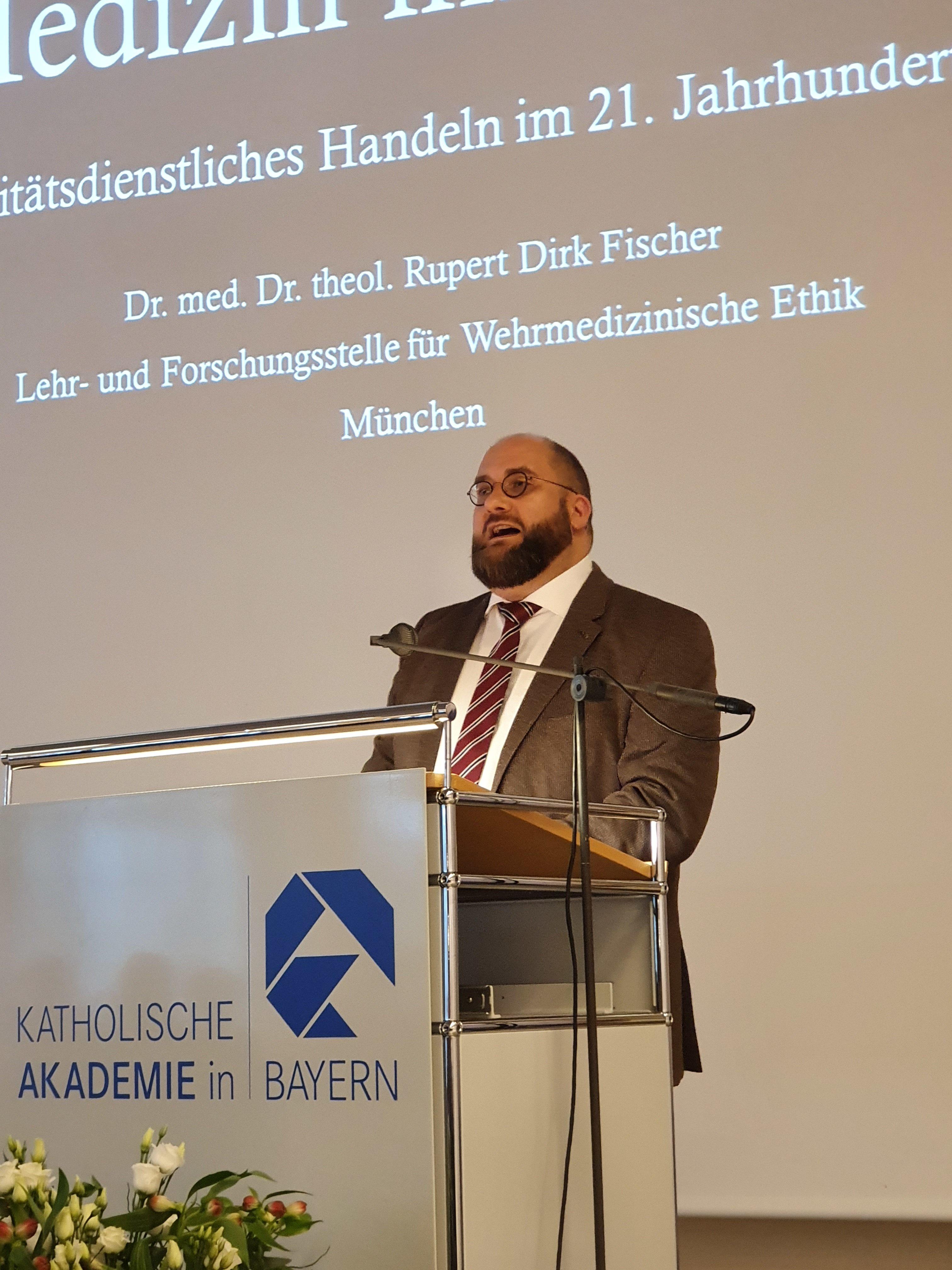 Bild 2 Dr. med. Dr. theol. Fischer