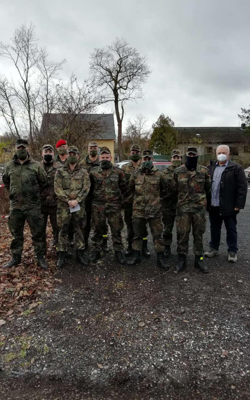 Gruppenbild mit den Soldaten des LogBtl 472